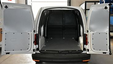 01_in Emilia Caddy rivestito con pianale e pannellature laterali Sync